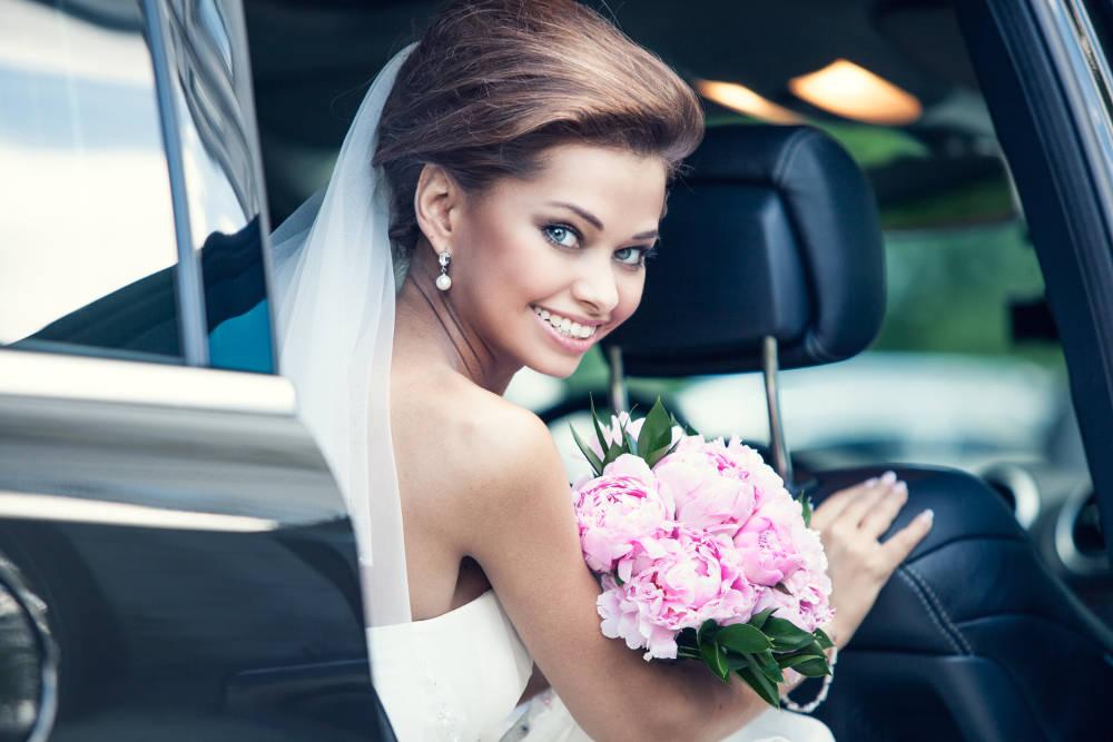 auto do ślubu z kierowcą czy bez